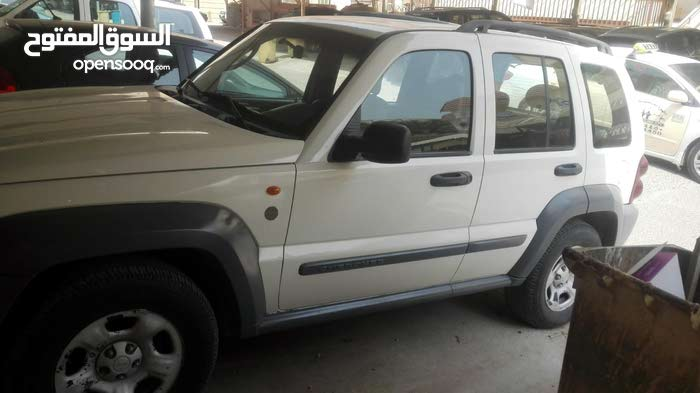 White Jeep Liberty 2005 for sale
