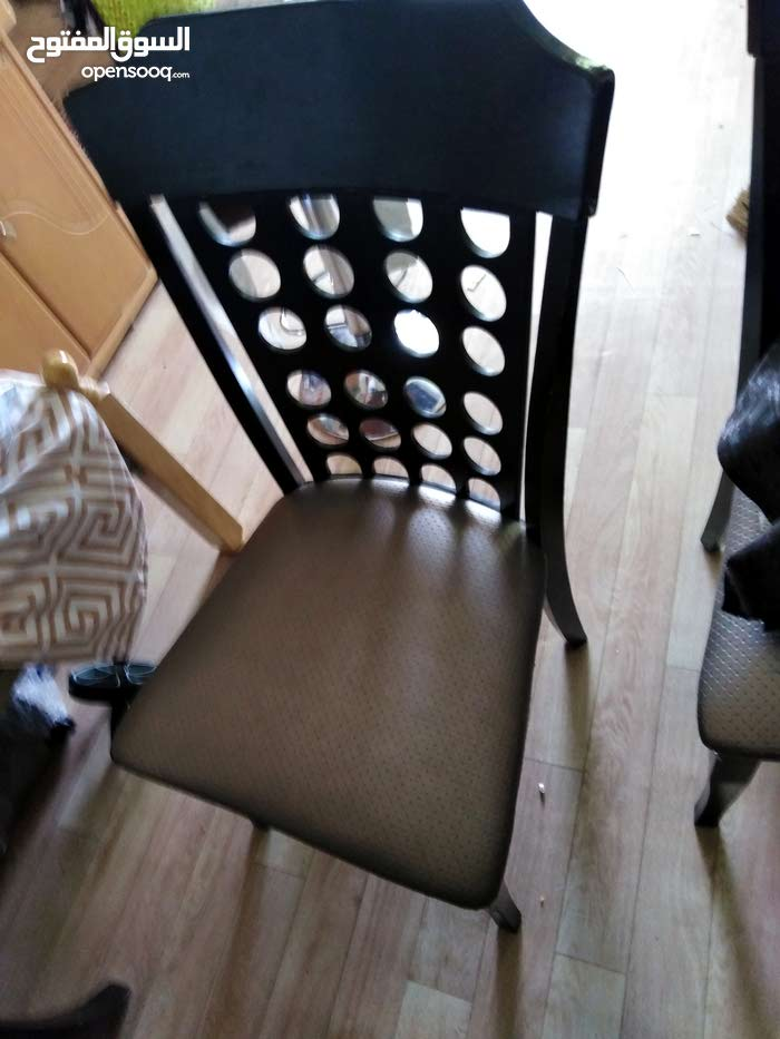 good condition and with 6 chair