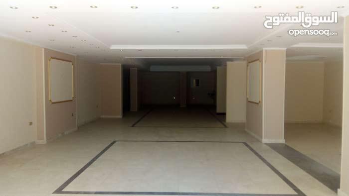 معرض رخصة تجارى للايجار 280م بمدينة نصر واجهة 9م زجاج سيكوريت