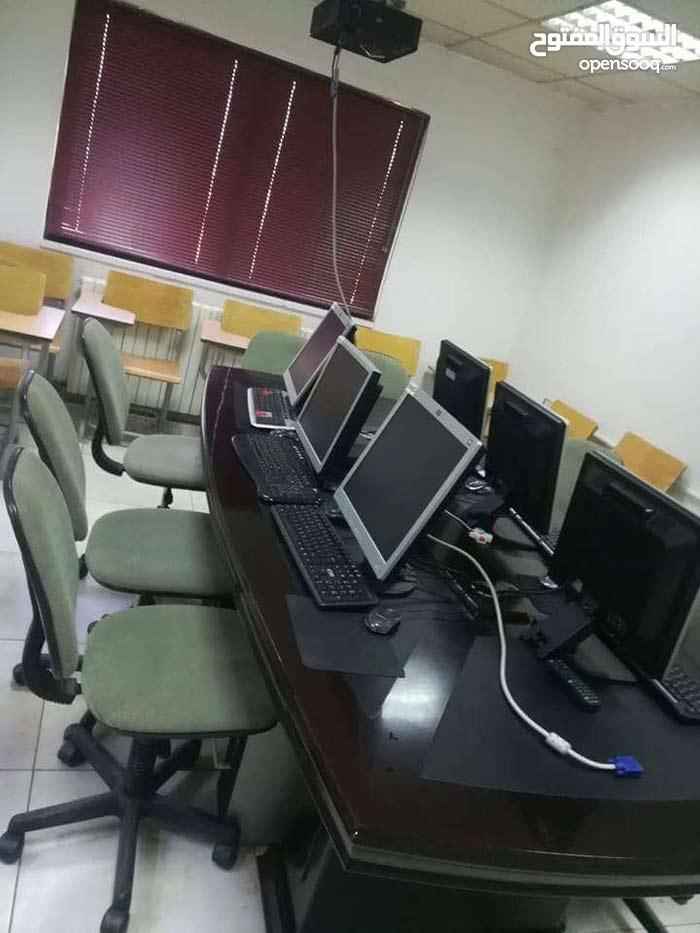 مركز تطوير برمجيات وتدريب للبيع لظرف طارئ