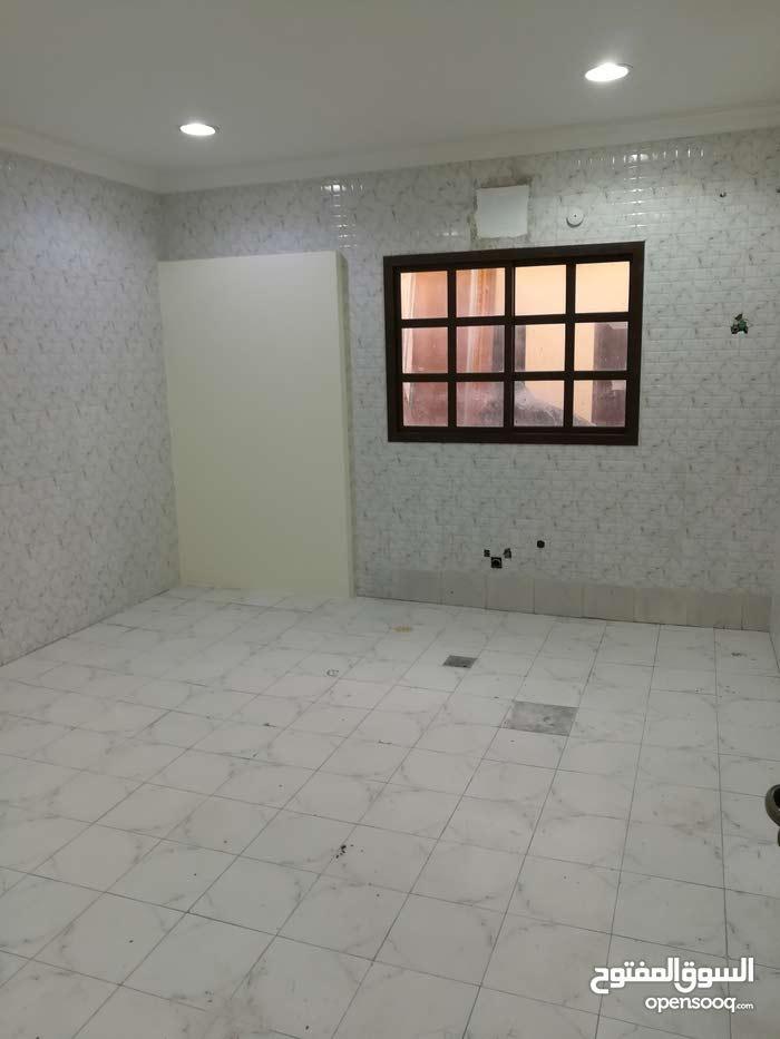 شقةأرضية بدون عمولةغرفتين وحمام ومطيخ بالصخامة