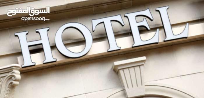 موظف استقبال فندق ( سعودي )