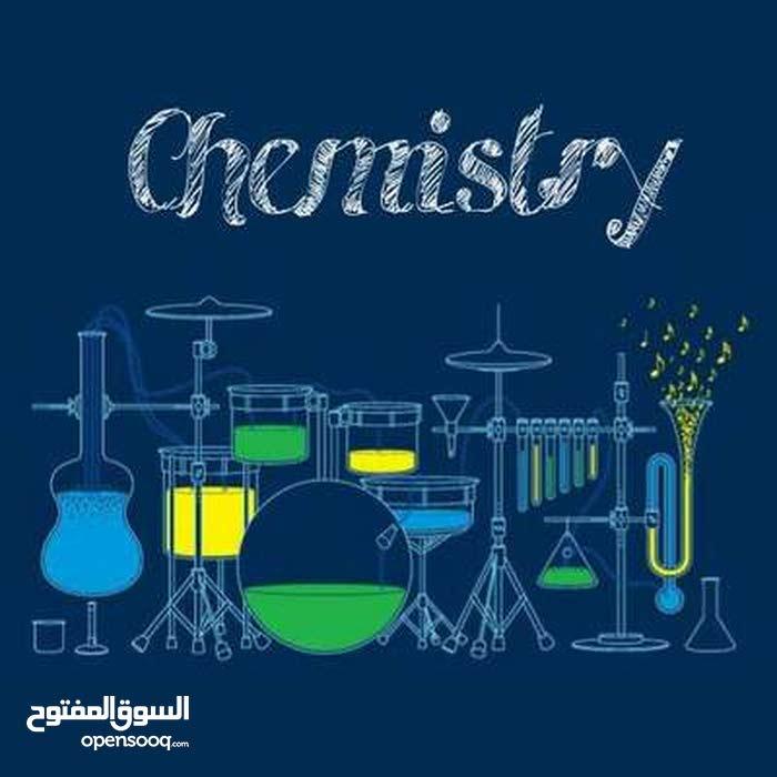 معلمه علوم وكيمياء