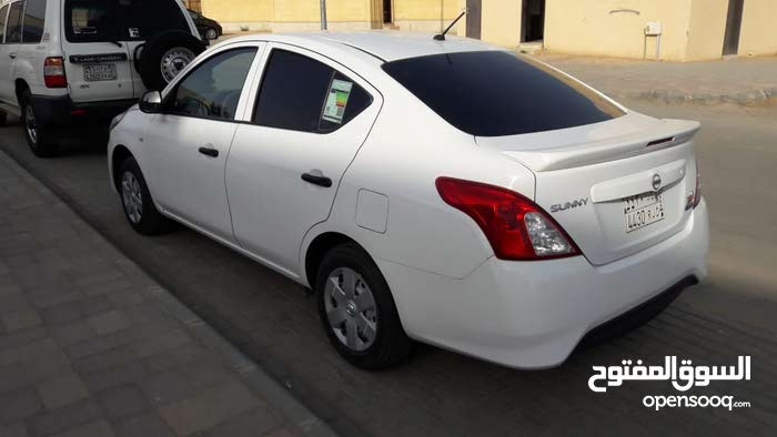 Automatic White Nissan 2016 for sale