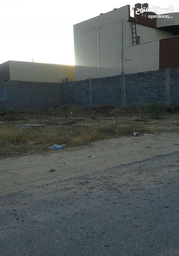 قطعة ارض 330م في حي سكني في عين زارة طريق الابيار