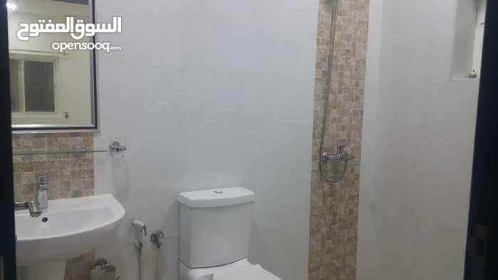 شقة نصف مؤثث 3 غرف نوم البسيتين 320 دينار مع الكهرباء والماء والبلدية