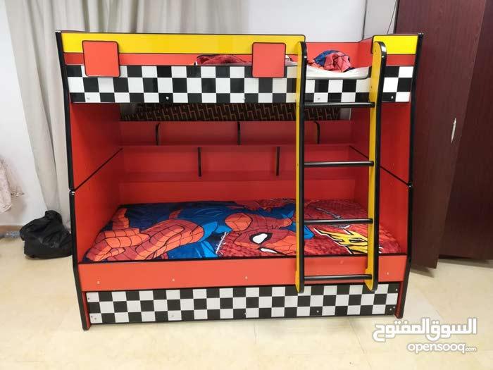 غرفه نوم للاطفال ثلاث اسره.