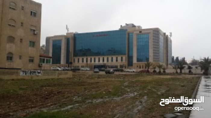ارض استثمارية بامتياز بجانب مستشفى الرويال للبيع او للاستثمار