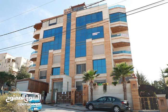 شقة طابق ثالث  حي الصحابة خلف مطعم قرية النخيل