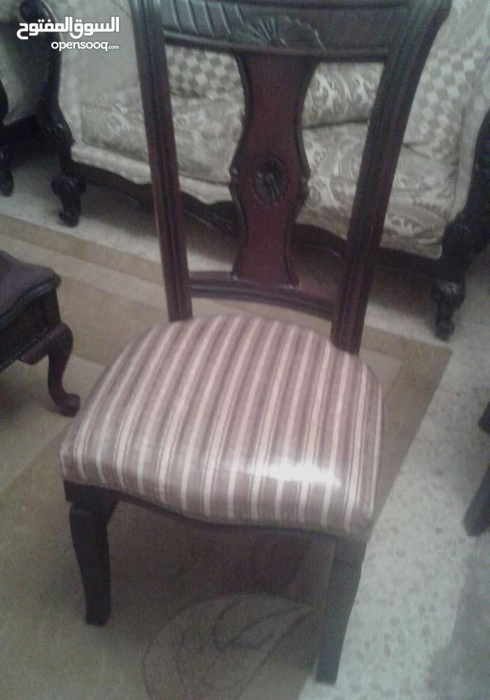 طاولة سفرة وكراسي للبيع بحالة ممتازة