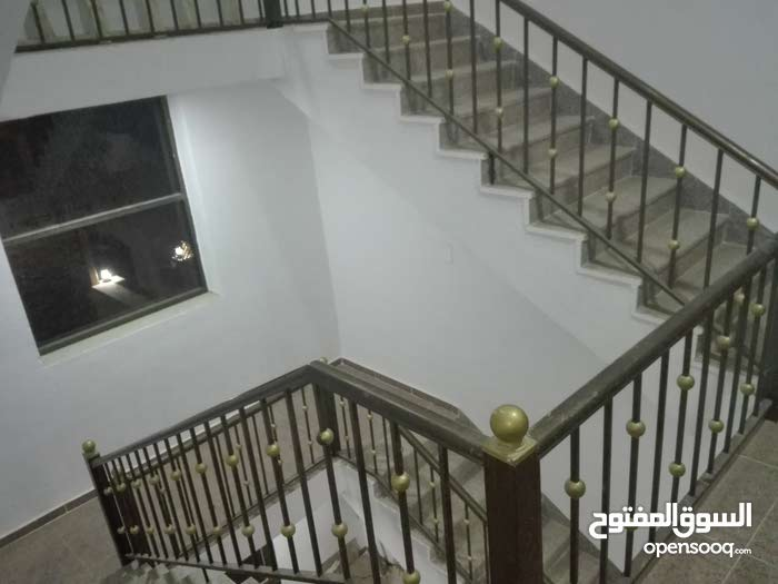 شقة للبيع الثامنة ط2 هندسي 161 م تراس امامي جانبي يوجد مصعد