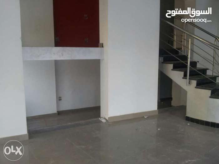 محل للبيع بارقى أماكن المهندسين بواجهة و بمساحة كبيرة على شارع شهاب الرئيسي