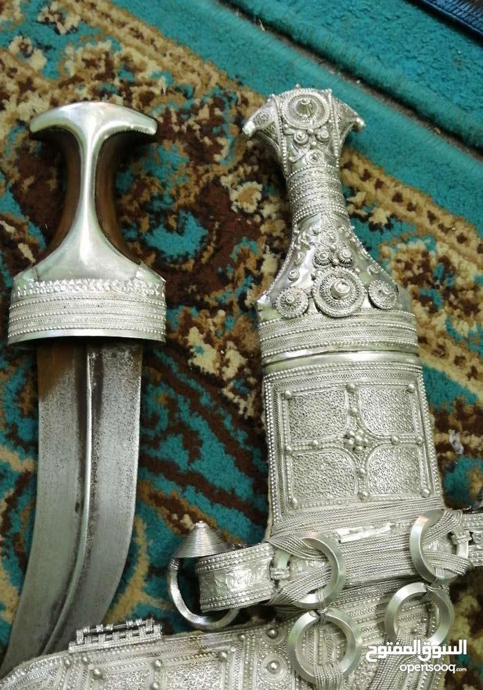 خنجر للبيع جميله ونضيفه وصوغه ممتازه وجده عاليه تحتوي ع قرن سعيد واخر قرن زاف هن
