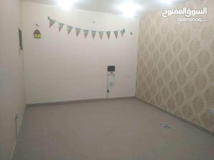 شقة نظامية  3 غرف و صالة مع شهر مجانى