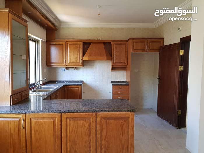 شقة للبيع، طابق ثاني، مساحة 125م