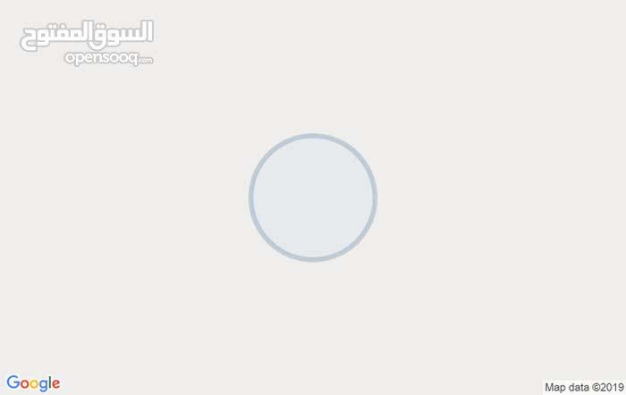 الدير علي منطقة الماجدية على الاستراد للبيع أرض تحقق الترخيص الصناعي  المساحة 15