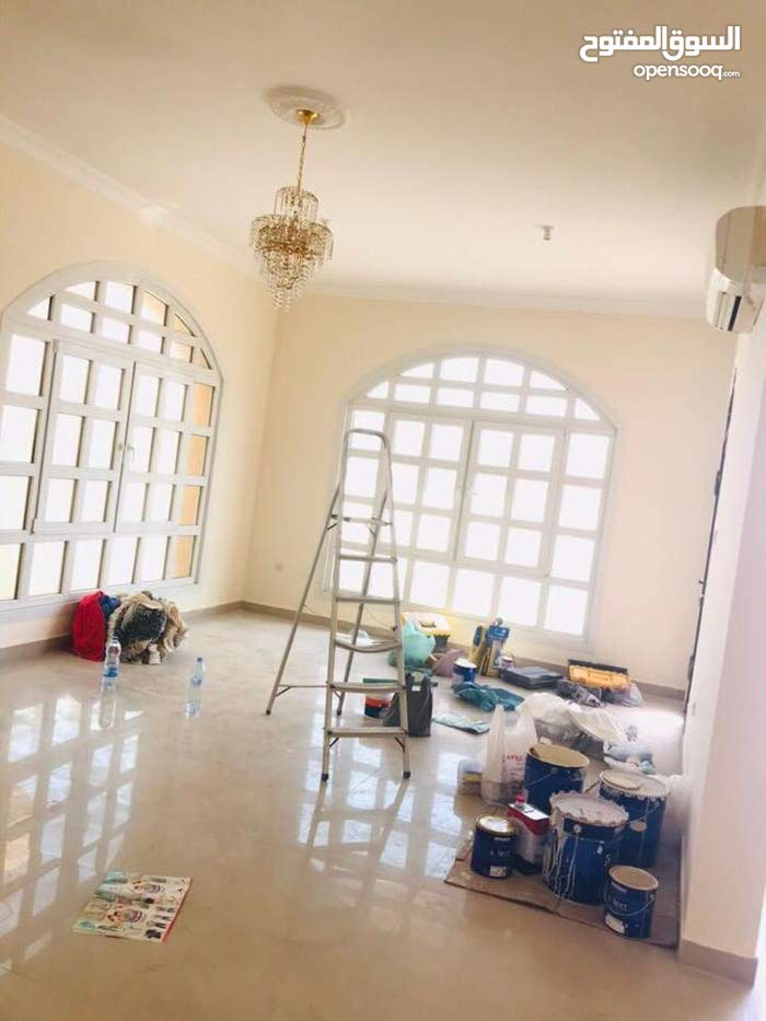 Villa age is , consists of 5 Rooms and 4 Bathrooms