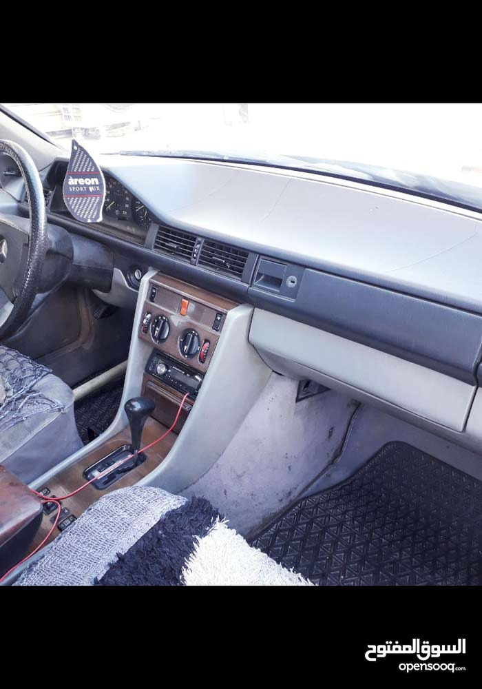 Black Mercedes Benz E 250 1987 for sale