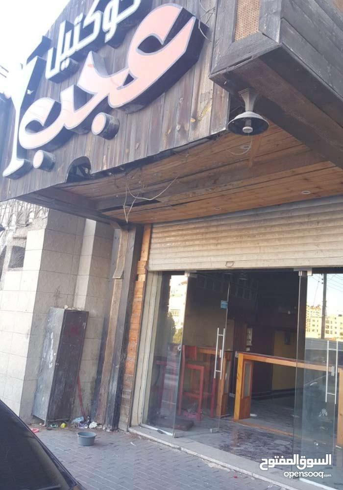محل تجاري للبيع في مدينه رام الله على شارع رام الله القدس الرئيسي.