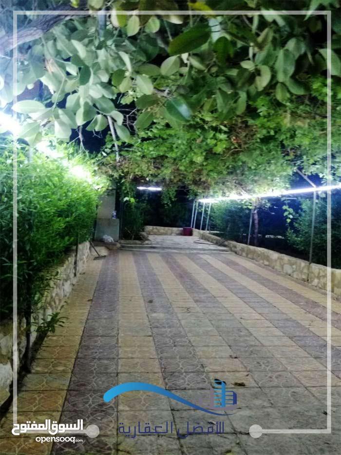 شاليه للبيع في الجوفة على الشارع الرئيسي بين عمان و الروضة
