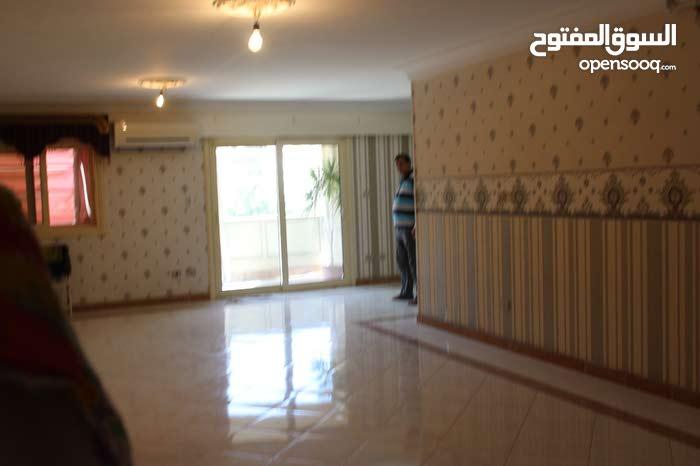 شقة 190م سوبر لوكس مرخصة أمام البنك الاهلي بالسيوف 01026788144