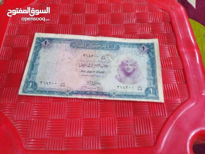للبيع عملات ورقية فيه 5 قروش الجنيه المصري و10 قروش و25 قرش و5 جنيهات و10 جنيه