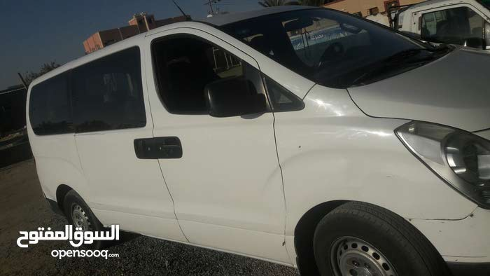 سائق مصري ومعى سياره H1أبحث عن توصيل مدارس متواجد فى نجران