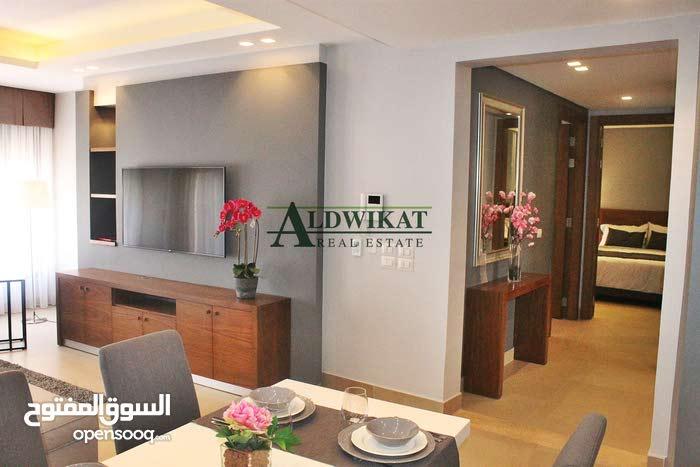 شقة فخمة جدا مفروشة للبيع في عبدون مساحه البناء 105 م