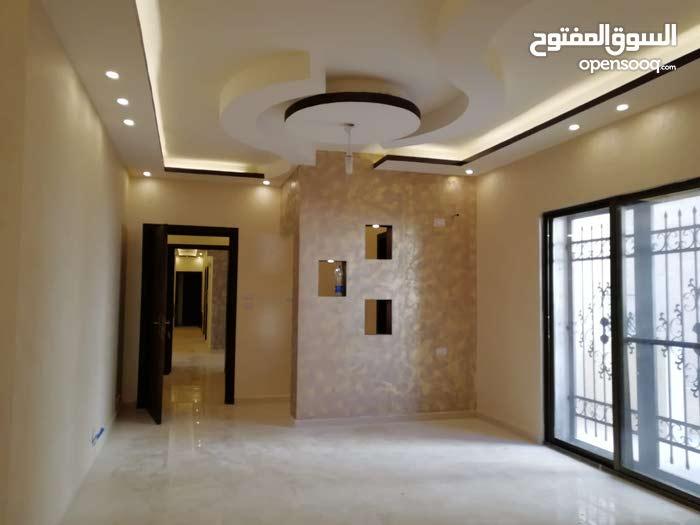 اخر شقة بالاسكان((شبه ارضية)) بموقع مميز في شفا بدران ومن المالك مباشرة