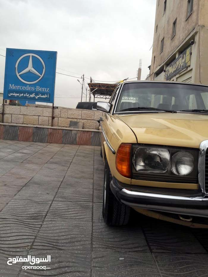Used condition Mercedes Benz E 200 1980 with 1 - 9,999 km mileage