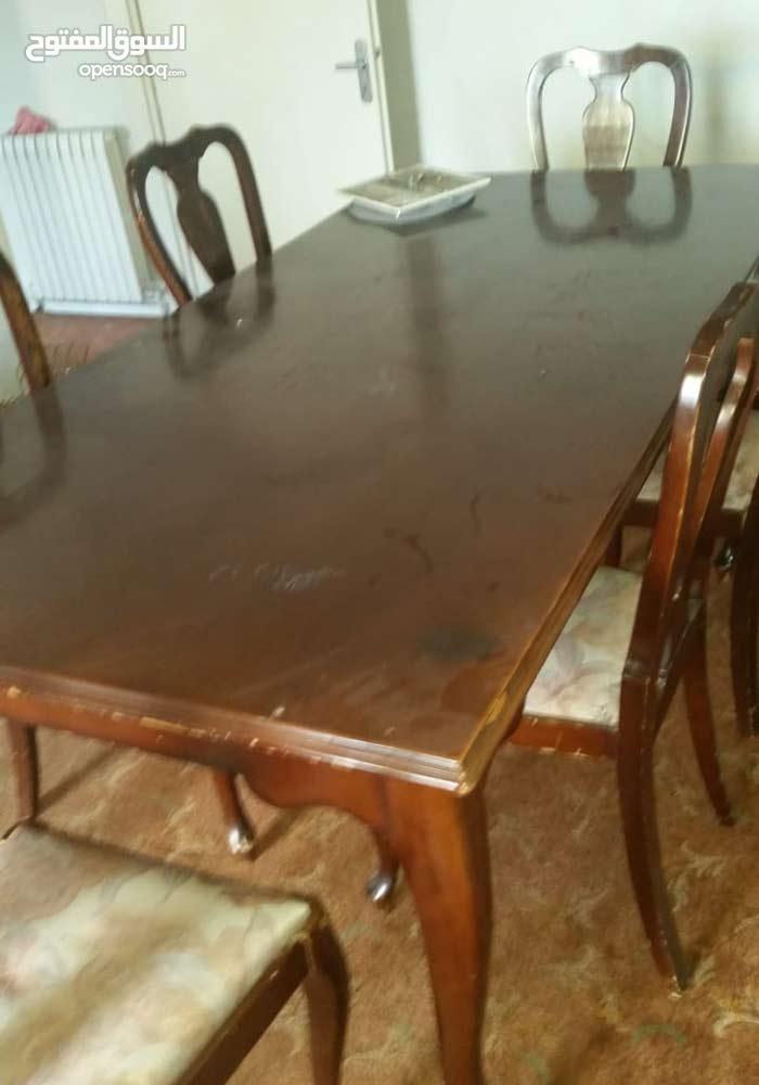 طاولة سفره وبوفيه للبيع خشب زان ألماني يحتاج إلى دهان فقط بحاله ممتازه