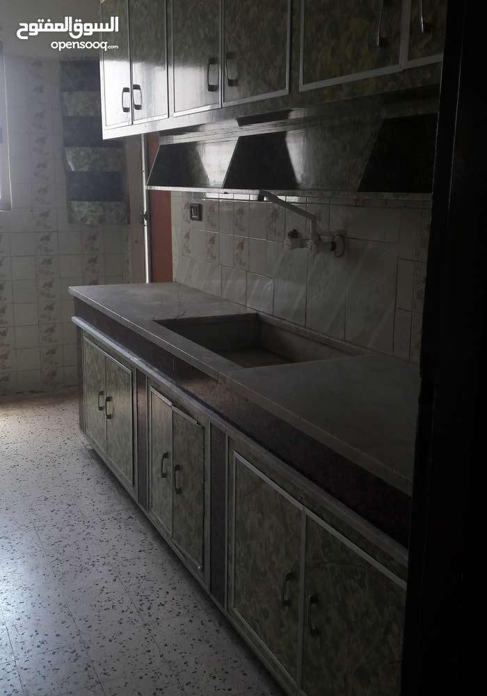 شقة للايجار 4 غرف ـ بيروت ـ موقف حي السلم