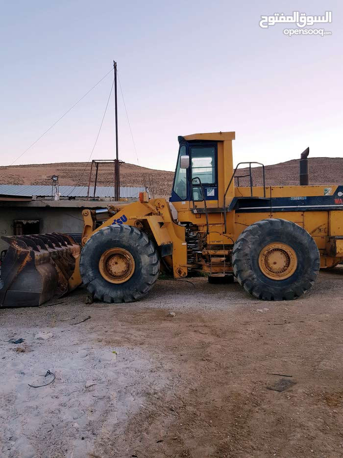 Bulldozer in Ma'an is available for sale