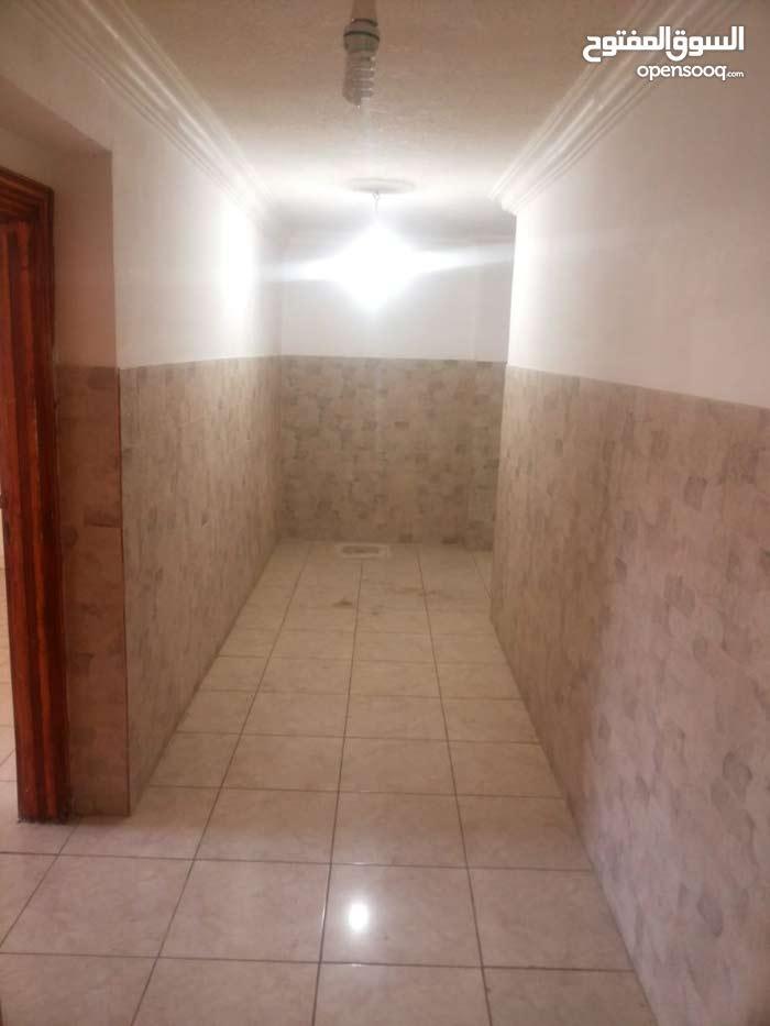 شقة للإيجار ( للعرسان فقط ) ضاحية الاستقلال
