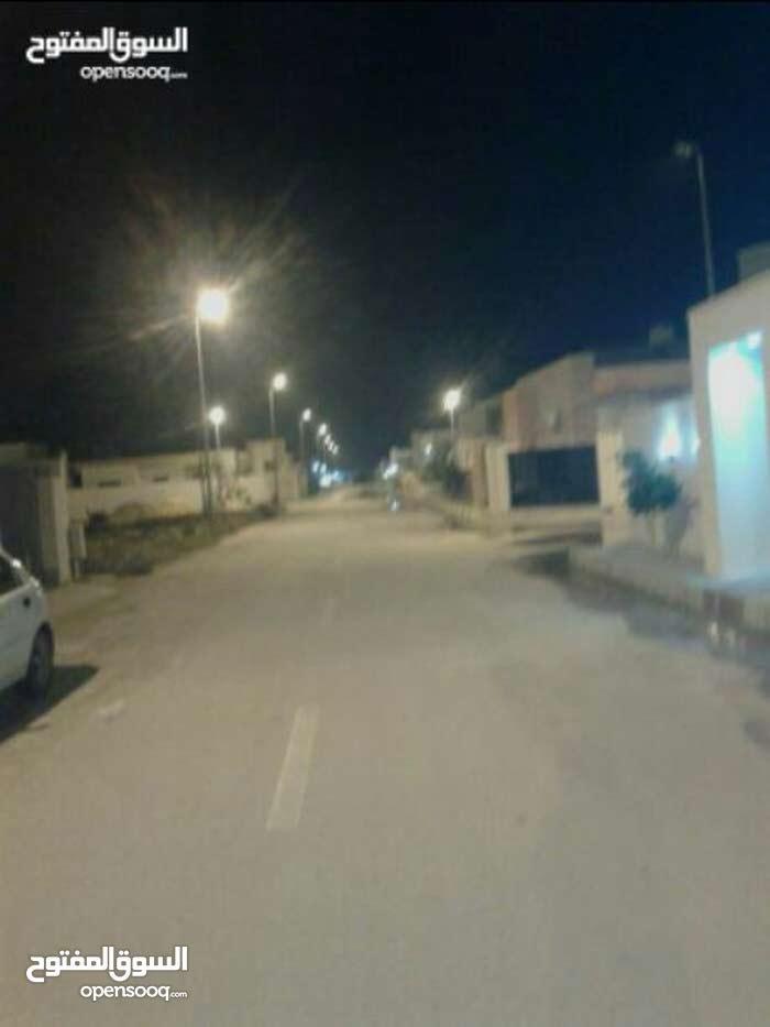 منزل في عين زارة بعد صالة زويتة وقبل جامع الحاراتي