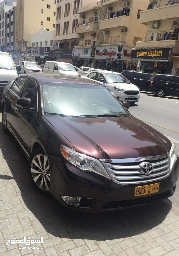 Maroon Toyota Avalon 2012 for sale
