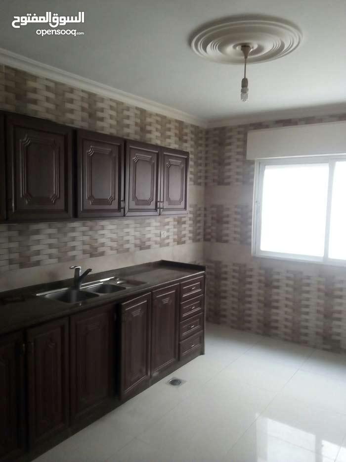 اربد الحي الشرقي :شقة للبيع بحالة ممتازة