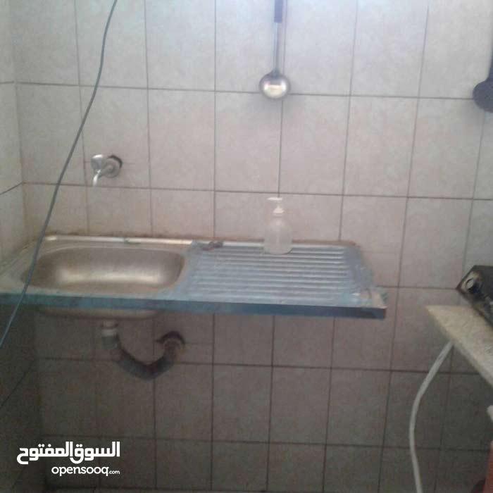 شقة مفروشة غرفتين بلكونتين وحمام ومطبخ وصالة....للايجار (اليوم450ج)