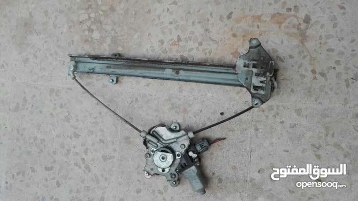 مكينة زجاج لانسر 2001~2014  خلفي شمال