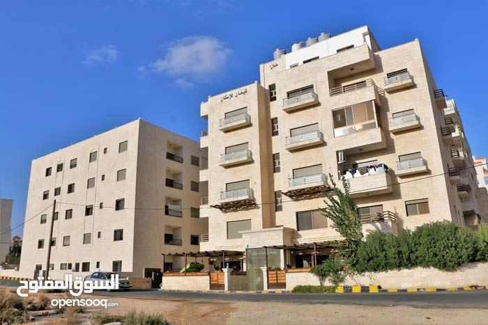 شقة للبيع  أرضي-خ 89 متر +حديقة 140 متر(( مع مطبخ راكب هدية )) في حي المنصور
