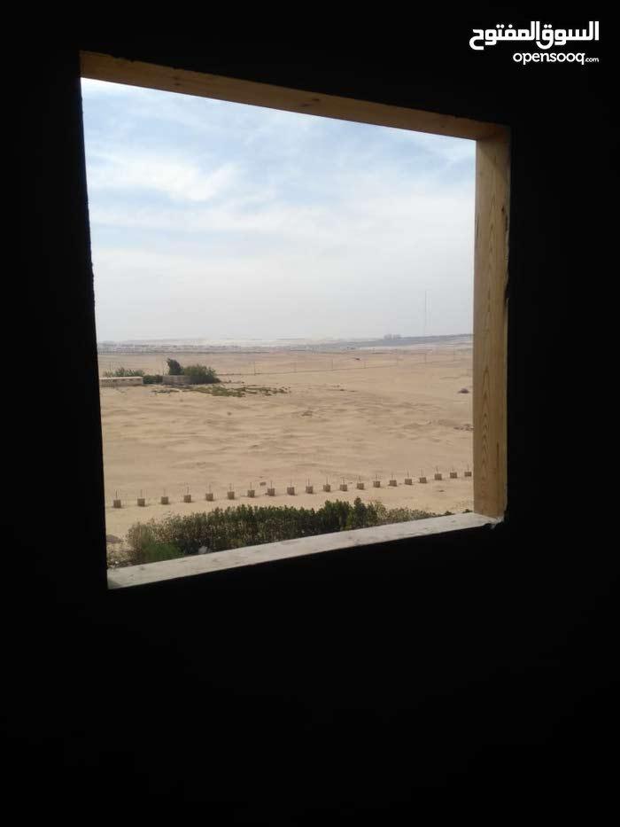 الموقع خرافة والسعر لقطة جدا  شقة نصف تشطيب واجهة علي شارع الجيش