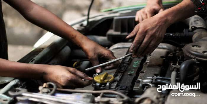 عامل ميكانيك سيارات للتنازل