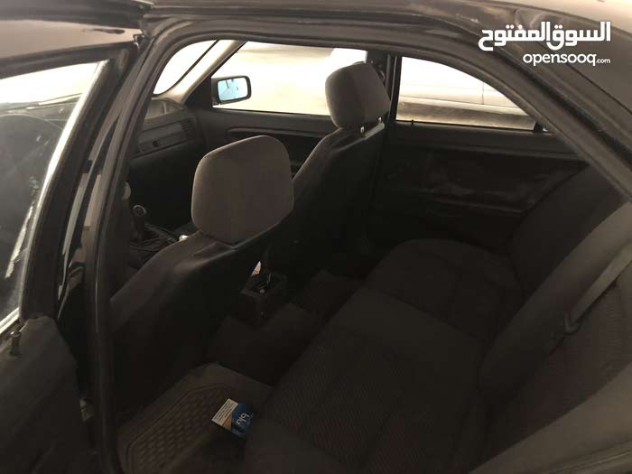 Bmw 320 1992 in good condition with few thing to fixed . 6000 dinar Price negotiable