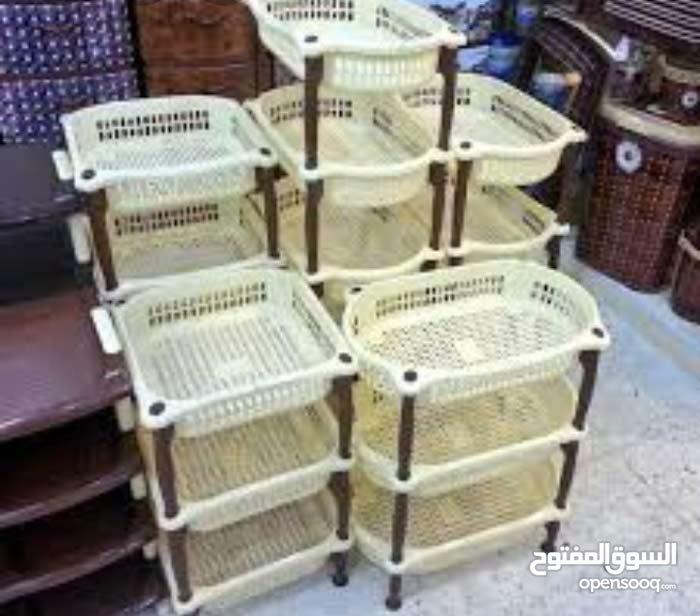 صحون وأكواب  وكراسي ..........................بلاستيكية وبأتمنة جد مناسبة