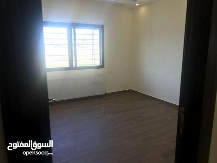 شقة طابق أرضي مع ترس مميز جداُ للبيع/ طريق المطار -الحويطي
