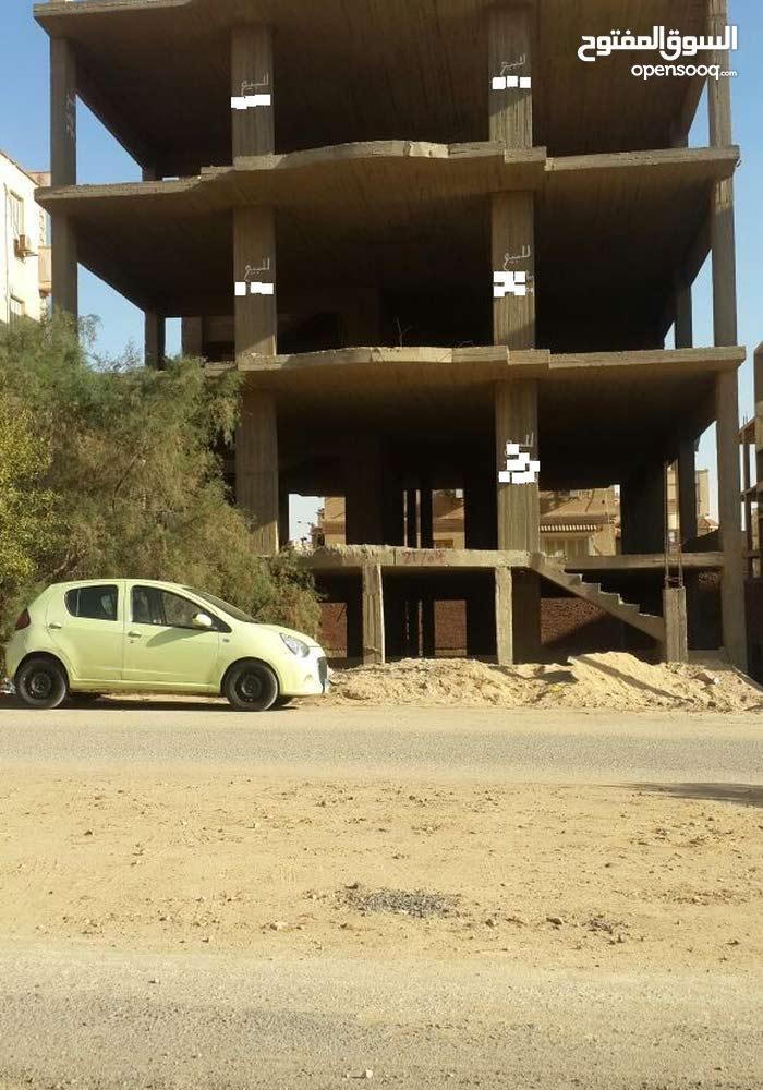 هيكل عماره خرسانى بموقع متميز بغرب سوميد للبيع