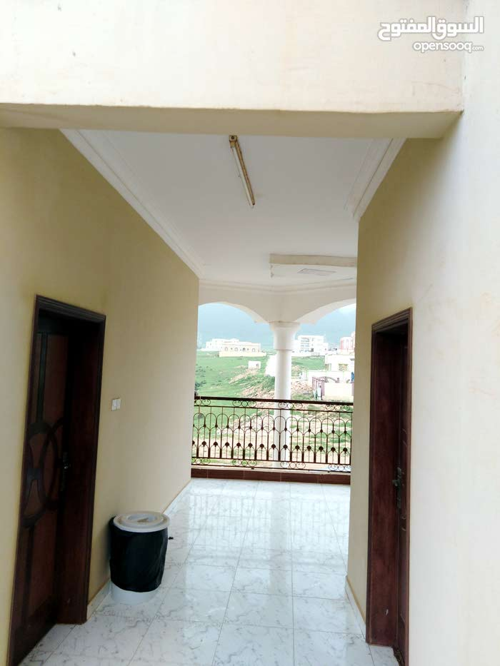 يوجد لدينا غرف لايجار اليومي باسعار جيده و كذلك غرف للعرسان