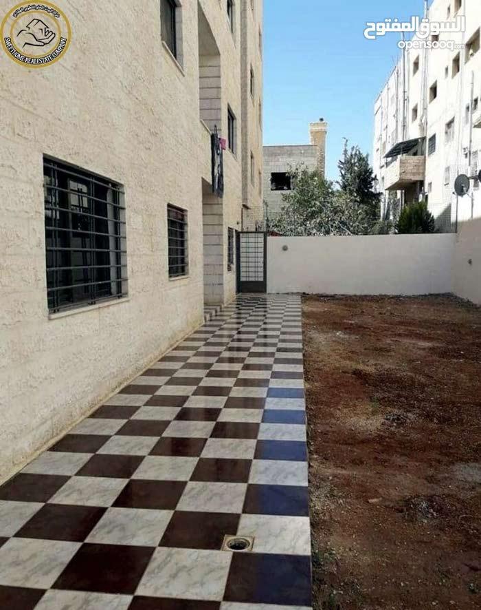شقة ارضية مميزة للبيع في ام السماق 150م مع ترس وحديقة 300م بسعر 105000
