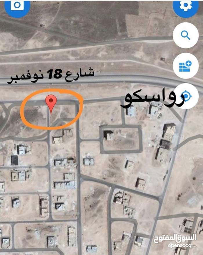 أرض سكنيه الصفه الأولى شارع المطار في صلاله جهه الجبل