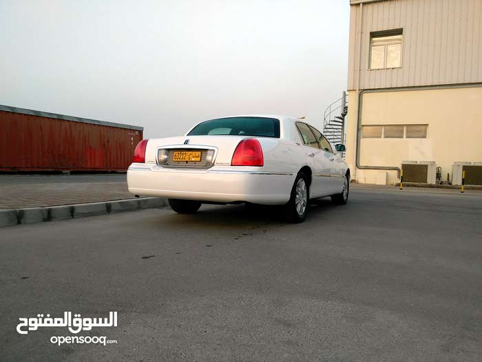 1 - 9,999 km Lincoln Town Car 2011 for sale - (105169028) | Opensooq